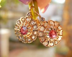 Superb sleeper earrings in 18 kt yellow gold with rubies and diamonds