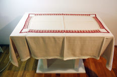 Rectangular tablecloth for 4-6 people - 160x120 / embroidered and crocheted by hand