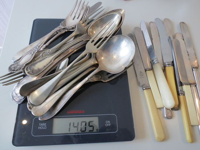 Lot with silver plated cutlery