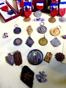 Set of many military and civilian French medals