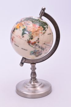 Precious Globe made of ca. 45 Semi-precious stones - 140 mm - 1.5 kg