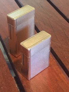 Lot of 2 gold plated Dupont lighters 20µ - 1 GM and 1 PM - Ideal for M. and Mrs. (identical guilloches)