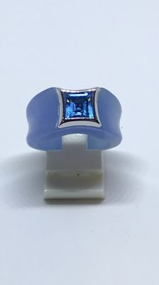 Wide jade ring with Topaz set in white gold. Ring size 17.75 mm (56)