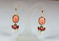 18 kt yellow gold earrings with coral engraved with roses and pendants of pearls and rubies