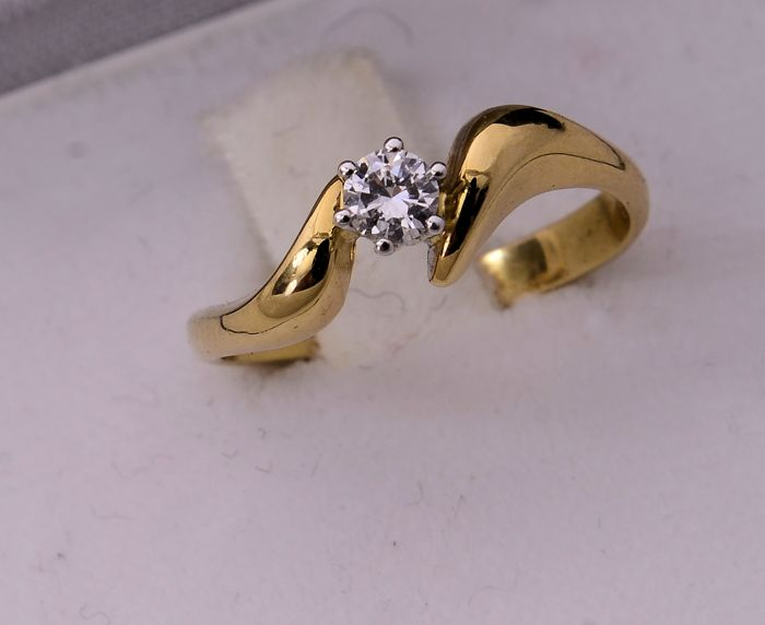 Solitaire ring in 18 kt yellow gold with diamond - size: 17 mm
