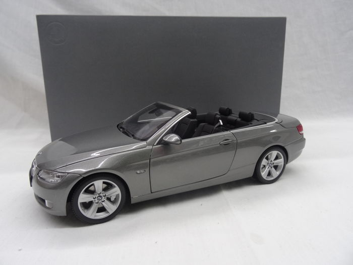 kyosho schaal 1 18 bmw 3er cabrio e93 kleur. Black Bedroom Furniture Sets. Home Design Ideas
