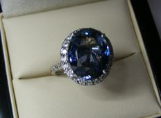 Gold ring with exceptional natural VVS1 Tanzanite and diamonds totalling  7.15 ct - Size 51 - GIA certificate - No reserve price
