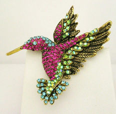 Signed JOAN RIVERS - Hummingbird pendant / brooch Necklace with Austrian crystals.