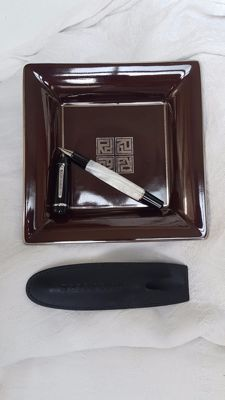 Rare ROGER DUBUIS set: ballpoint pen and Limoges Artoria ashtray with RD (Roger Dubuis) logo