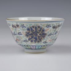 A Porcelain Famille Rose Bowl - China - 1900