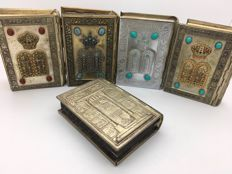Beautiful collection of Jewish prayer book in silver-plated frame, 20th century