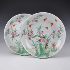 A pair of famille rose plates with peaches and bats - China - 19th century
