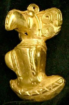 A South American Tumbaga Gold, Colombia,  Tairona   53 x 38 x 26 mm , 27,38  grams,  A big pectoral pendant , royal parrot