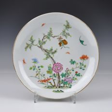 A Porcelain Famille Rose Plate Marked Qianlong - China - 19th century
