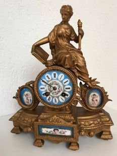 Mantel clock with romantic scene and Sèvres - Japy Frères - France - circa 1880