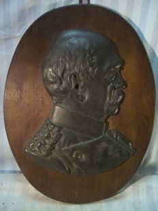 Metal bust, image of Chancellor Otto von BISMARCK on wooden board