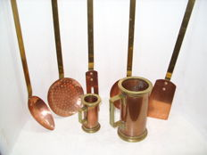 A beautiful 5 piece copper spoon rack and 2 copper measuring cups