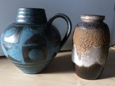 Carstens Tönnieshof - Two ceramic vases with fat lava glaze