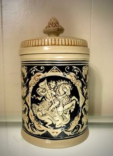 Marzi & Remy - Large pot with lid with 'George and the Dragon' and floral decor