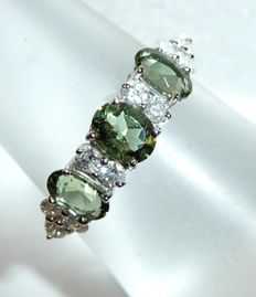 Ring in 10 kt / 416 white gold with 10 diamonds approx. 0.30 ct + tourmaline H-G/VS RS 54 / 17.2 mm