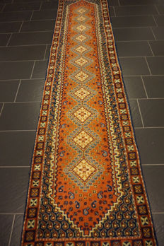 Oriental carpet, Indo, Gashgai rug, 80 x 330 cm, made in India at the end of the last century