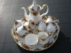 Royal Albert, Old Country Roses 16 delig mokka servies.