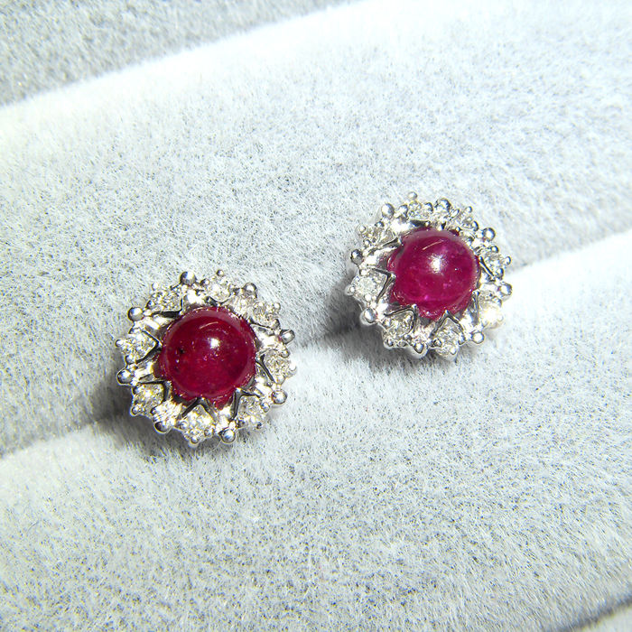 18K yellow gold earrings with 0.76ct of ruby and 0.13ct of diamonds