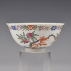 A porcelain bowl, Famille Rose - China - 1920