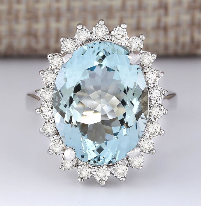 9.12 Carat Aquamarine 14K Solid White Gold Diamond Ring - Ring Size: 7 *** Free shipping *** No Reserve *** Free Resizing