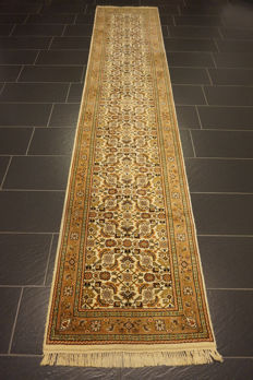 Elegant hand-knotted oriental carpet Indo Bijar Herati runner 80 x 390 cm Made in India at the end of the 20th century