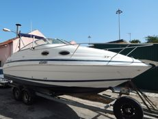 Chris Craft 248 Express Cruiser - 2000