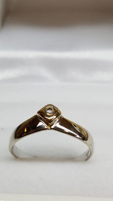 14ct Yellow / White gold ring with Zirconia /  Ring Size 17.5