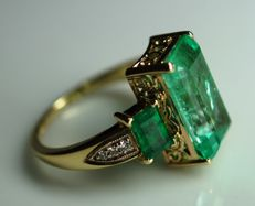 Gold Ring - 5.45  gr. with Rarity: Luxury Natural Emerald - 5.06 сt. IGI Certificate and Diamonds - 0.08 ct.