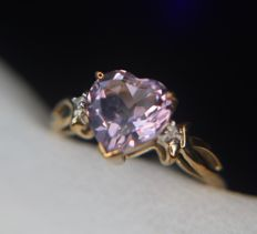 2.0ct - ring with natural Amethyst enchanted by diamonds in 9Kt. gold and a very nice condition.