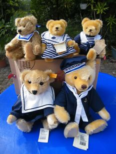 Collection 5 teddy bears / sailor family - 2 x Steiff, 2 x Teddy Hermann, 1 x Clemens - all with all idents - together in the Steiff collector's box