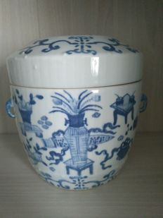 Blue and white porcelain pot decorated with flowers - China - late 19th century