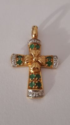 Yellow gold and emerald Cross Pendant
