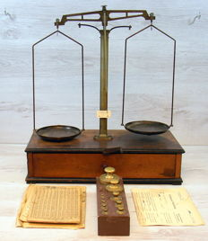Balance scales on wooden box with accessories - c. 1900