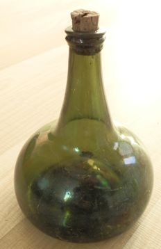 Green glass belly bottle, the Netherlands, circa 1700