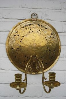 Decorated brass wall sconce - Holland - 18th century
