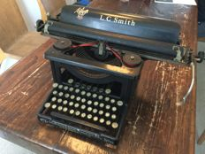 Typewritter LC Smith & Bros . No 8 made in USA