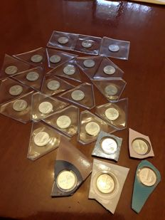 Italy, Republic - Complete series of 25 x 1 lira 'Cornucopia' coins from 1968 to 2001, directly from the Mint series