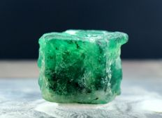 Double Terminated & Undamaged  Natural Emerald Crystal - 15 x 12 x 12 mm - 22 ct