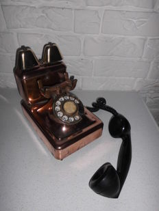 Antique red copper telephone with bakelite receiver, curious model with 2 brass bells, special!