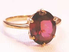 14 kt gold ring set with a cherry topaz - size: 53 / 17 mm