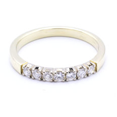 14 kt yellow and white gold gold ring set with 7 brilliant cut diamonds || approx. 0.31 ct in total - ring size: 19.5 mm