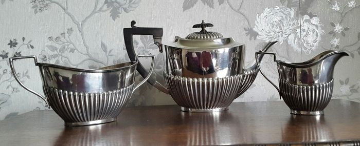 3-piece silver plated tea set with vertical groove