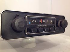 Blaupunkt Hamburg US classic car radio from the 1960s for Porsche / BMW / Volkswagen / Mercedes.