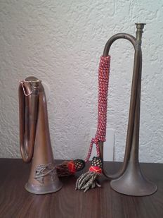 Lot with two old decorative copper hunting horns
