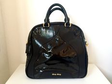 Miu Miu - Black patent leather handbag with carrying strap